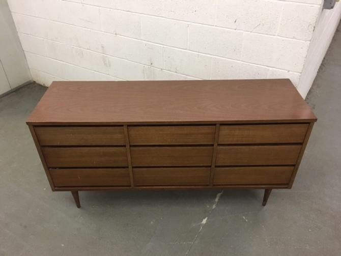 #478: Bassett Triple Dresser (part of a set with #479 and #480)