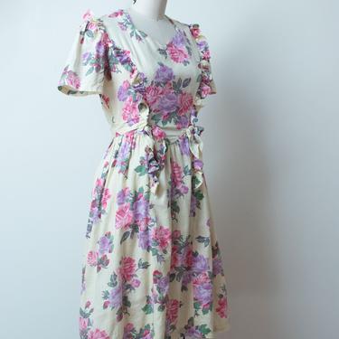 1940s Floral Print Juniors Dress / 40s Short Sleeve Cotton Dress by FemaleHysteria