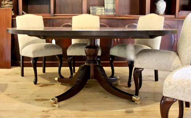 Round Pedestal Base Dining Table in Mahogany with Satinwood Banding, Circa 1920