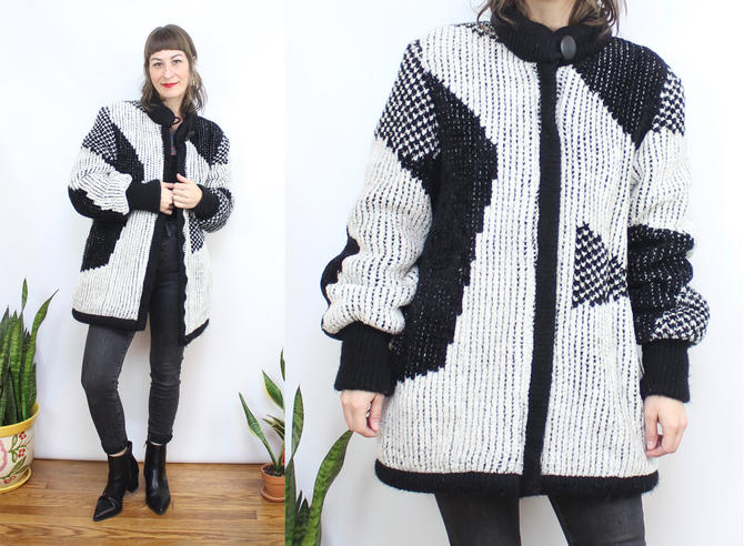 Vintage 80's Black and White Sweater Coat / 1980's Abstract Fuzzy Coat / Teddy Bear Coat / Funky /  Women's Size Medium Large by RubyThreadsVintage