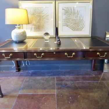 HENKEL HARRIS LIBRARY DESK IN MAHOGANY WITH TOOLED BLACK LEATHER TOP AND KEY