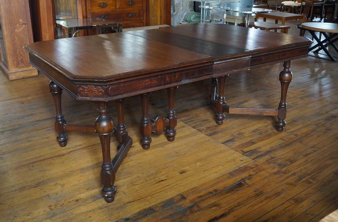Antique Dining Table w Turned Legs and Center Leg