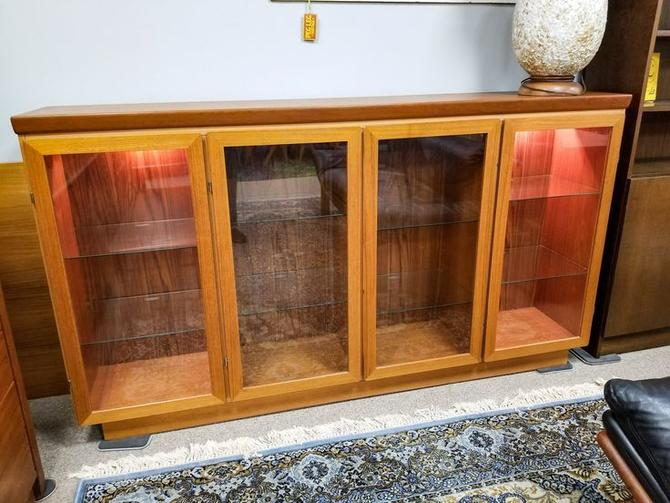 Danish Modern lLighted teak display cabinet with glass shelves