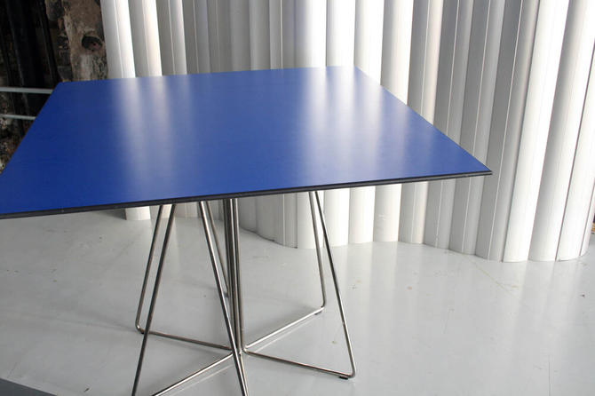 Paperclip Dining table by Massimo Vignelli for knoll