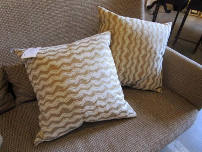PAIR OF GOLD AND CREAM PILLOWS