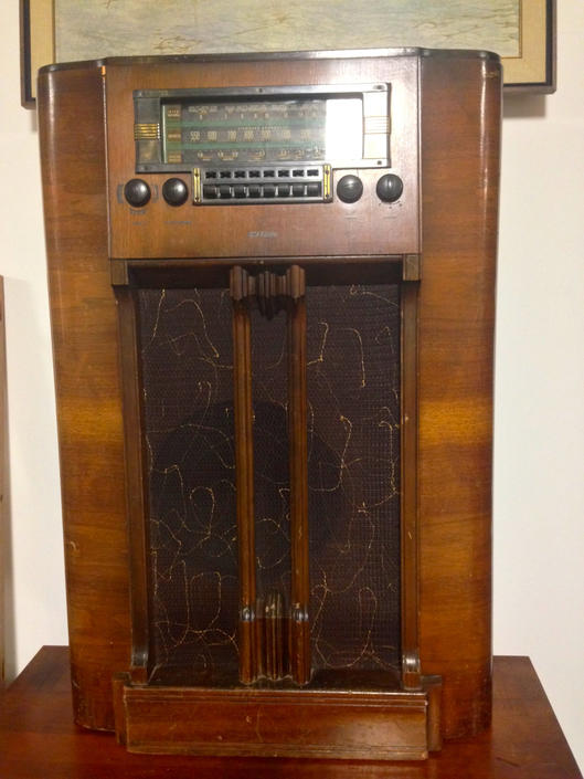 Vintage RCA Victor Radio by BarefootDwelling