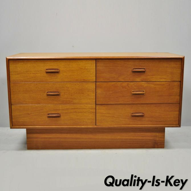 Vintage Mid Century Danish Modern Teak Veneer 6 Drawer Small Dresser Credenza