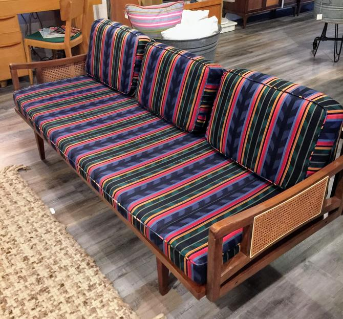 Cool Pair Of Vintage Mid Century Daybeds Pickup And Delivery To Beatyapartments Chair Design Images Beatyapartmentscom