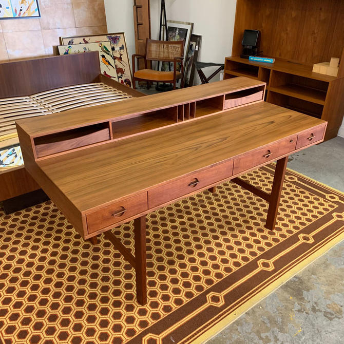 HA-C8477 Teak Lovig Desk