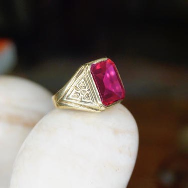Vintage 14K Gold Ruby Glass Ring, Men's Yellow Gold Estate Ring With Synthetic Ruby Stone, Etched 14K Gold Ring, Statement Ring, Size 8 US by shopGoodsVintage
