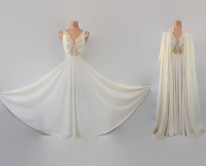 VINTAGE 80s Vanilla Cream Olga Peignoir Set | Stretch Nylon Lace Grand Sweep Nightgown & Robe | Wedding Bridal Lingerie | Medium 9687 9702 by IntrigueYouForever
