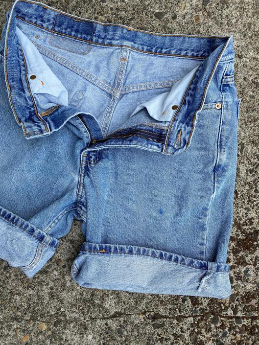 """Levis denim shorts ~ distressed mom jeans~ cutoffs style~ medium blue denim~ 501 style ~ high waist size 32"""" / unisex Medium by HattiesVintagePDX"""