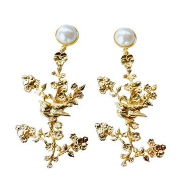 The Pink Reef Chinoiserie earring with pearl