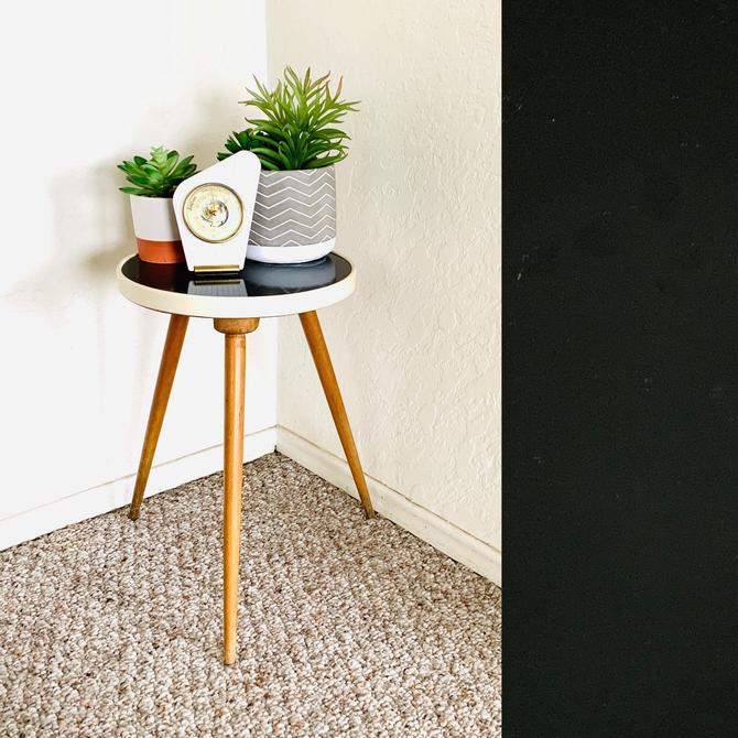 Formica Plant Stand, Vintage Plant Table, vintage table, Tripod Table, Mid Century, Plant Display stool, Side End Table,  Formica Table by dadacat