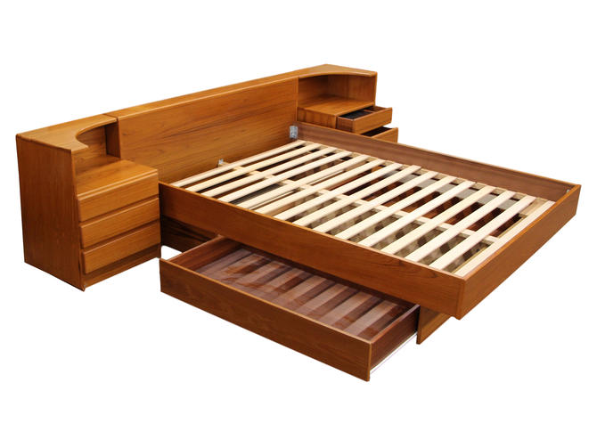 Teak Queen Size Platform Bed by RetroPassion21