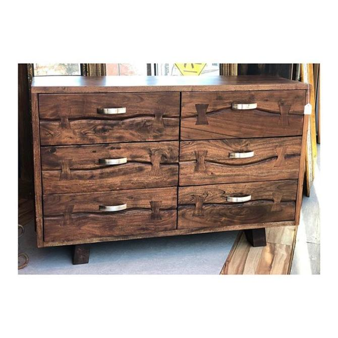 modern chest of drawers //