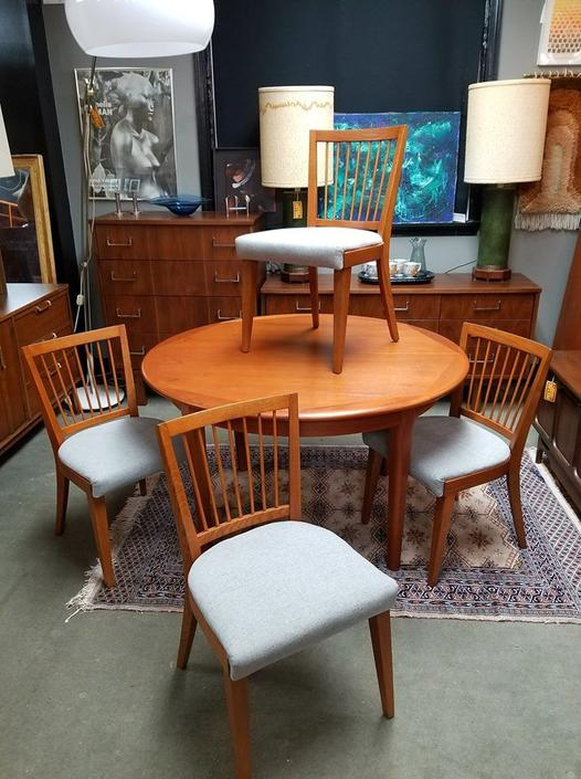 Set of 4 Mid-Century Modern dining chairs