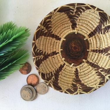 Vintage Coiled Basket,Small Tray Bowl, Mini Basket With Burlwood Center And Flower Pattern, Coin Trinket by luckduck