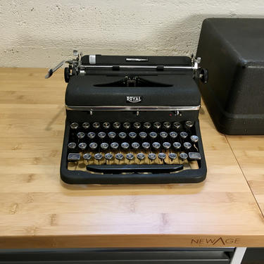1947 Royal Quiet DeLuxe Portable Typewriter w Case, New Ribbon, Owner's Manual, Serviced! by Deco2Go