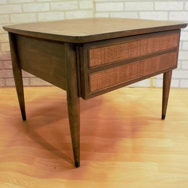 Mid Century Modern American Of Martinsville Rattan Formica End Table