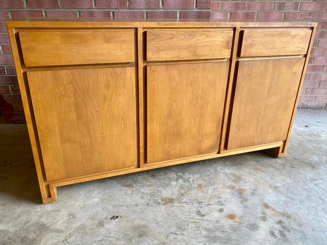 Mid-century credenza designed by Leslie Diamond for Conant Ball. c.1950s. Rare by MSGEngineering