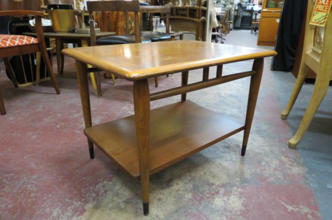 Vintage MCM Lane Acclaim walnut side table