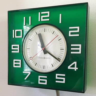 American Modern Graphic Wall Clock by General Electric Pop Art Rare Green Tone Typography Helvetica 1960s USA Vintage Krups by CaribeCasualShop
