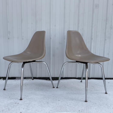 Pair Mid-Century Modern Shell Chairs by secondhandstory