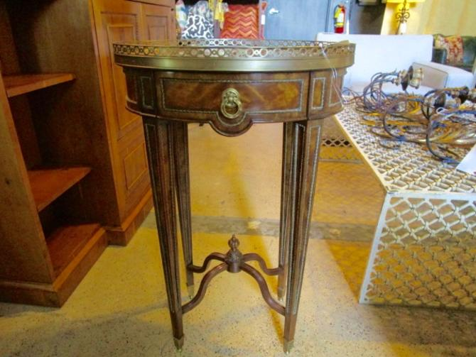 THEODORE ALEXANDER OVAL FRENCH STYLE OCCASIONAL TABLE