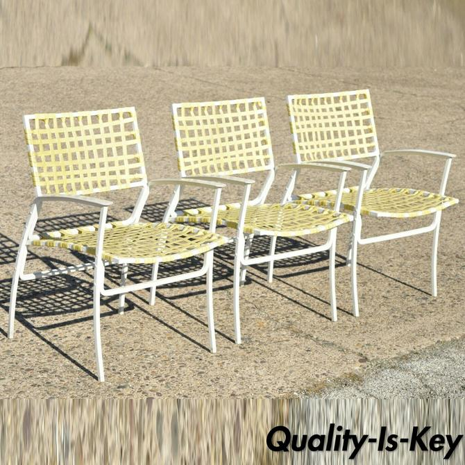 Medallion Aluminum Yellow Woven Vinyl Strap Patio Pool Lounge Chair - 1 Chair