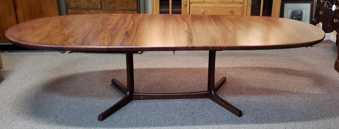Item #S192 Mid Century Modern Extending Rosewood Dining Table c.1960s