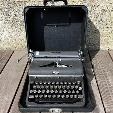 1947 Royal Quiet DeLuxe Portable Typewriter w Case, Great Ribbon, Owner's Manual by Deco2Go