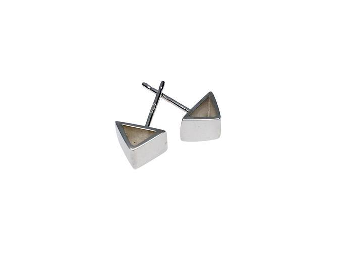 Silver geo studs Silver geometric earrings, Silver stud earrings, Triangle earrings, simple studs by SarahCecelia