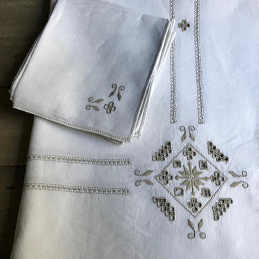 Italian Linen Tablecloth, Dinner Napkins, Hand Embroidery, Fine Linen by JansVintageStuff
