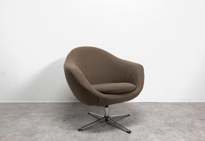 Overman Sweden Egg Chair by BetsuStudio