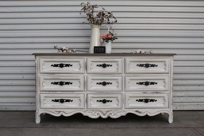 French White 9 Drawer Dresser