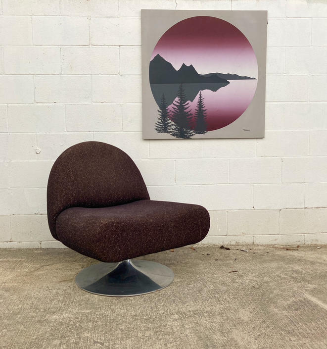 Curvy MCM Swivel Chair