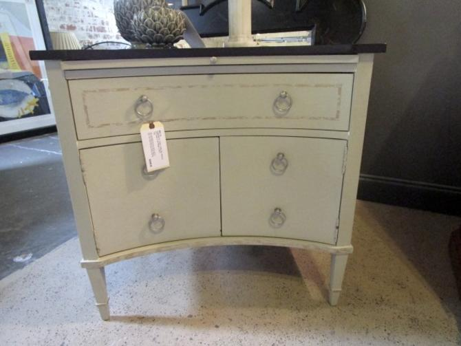 CURVED BEDSIDE TABLE BY HICKORY