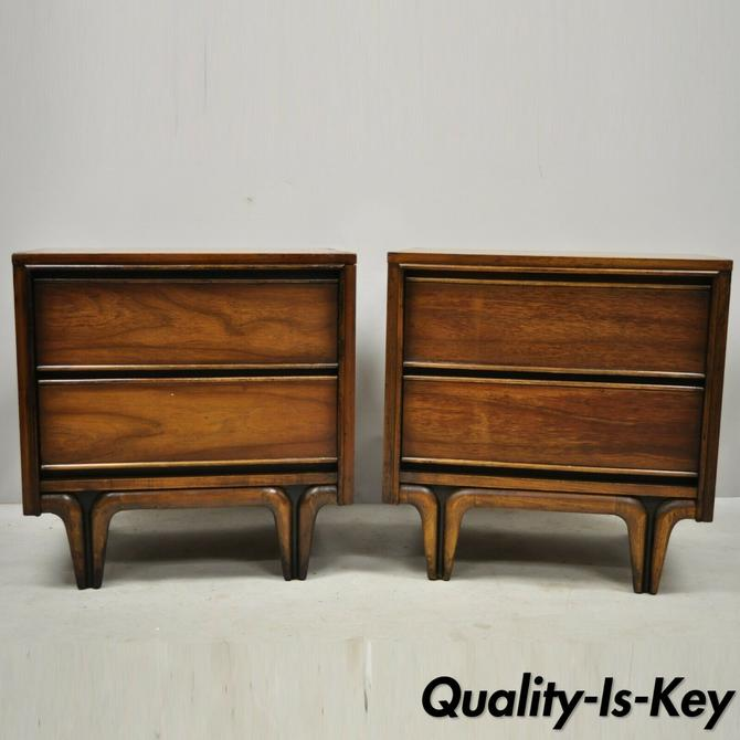 Pair Mid Century Modern Sculpted Walnut V-Leg Nightstands Bedside End Tables