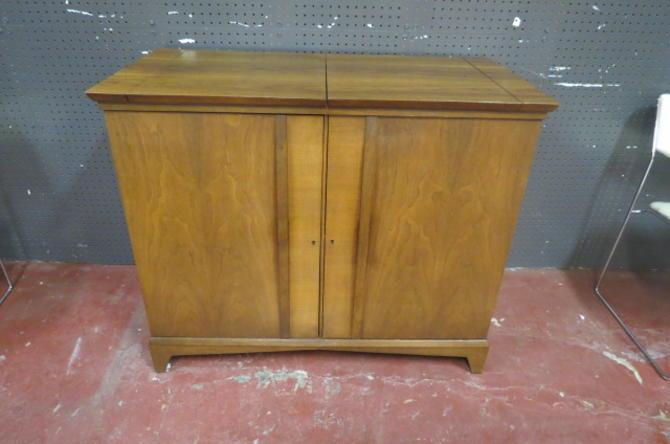 SALE! Vintage MCM walnut bar cart/cabinet/server