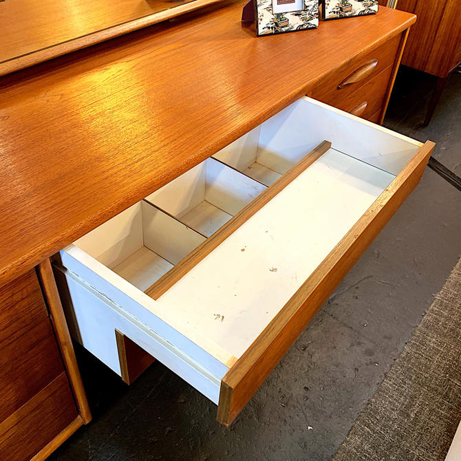 Adorable MidCentury Modern Dressing Table
