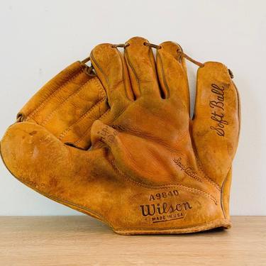Vintage Classic Leather Wilson Baseball Softball Mitt A9840 RHT by DelveChicago