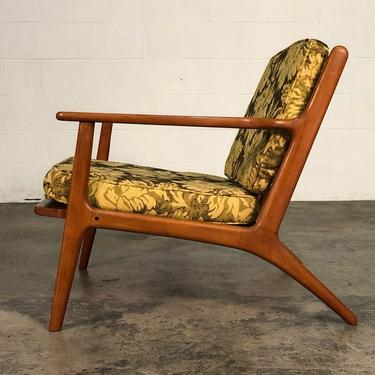 Mid-Century Modern Lounge Chair ~ Style Of Kofod Larsen by modernmidcenturyfurn