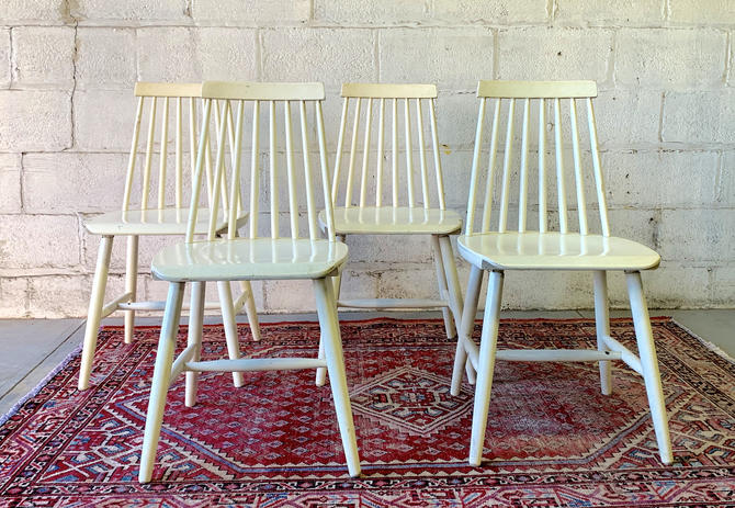 Mid Century MODERN Spindle Back DINING CHAIRS, Set of 4 by CIRCA60