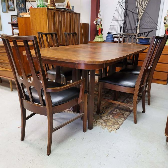 Broyhill Brasilia Dining Set with Six Chairs