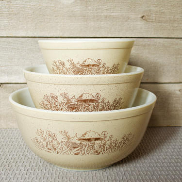PYREX Forest Fancies, Set of 3 Mixing Nesting Bowls, Beige, Brown, Mushrooms, Floral, 401, 402, 403, Vintage, Retro, Kitchen, Bakeware by TripodVintage