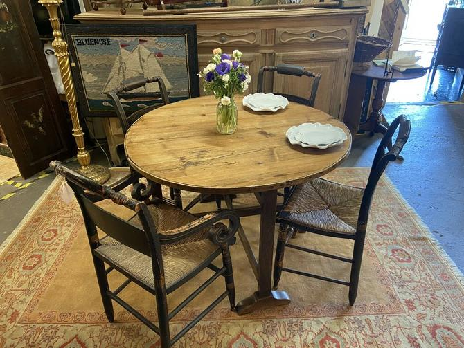 Kentucky Shaker Tilt-Tip Table | Vendage | Wine-Tasting Table | Game Table