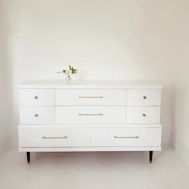Beautiful mid century modern dresser credenza