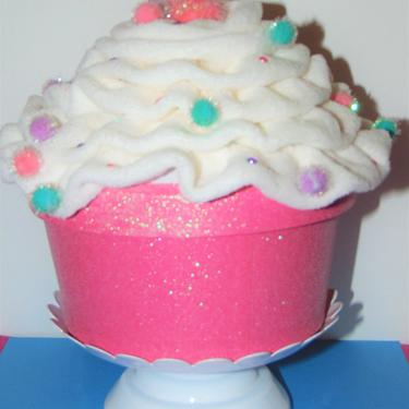 Super Cute Giant Cupcake filled with Assorted Lip Glosses by AllMyItems