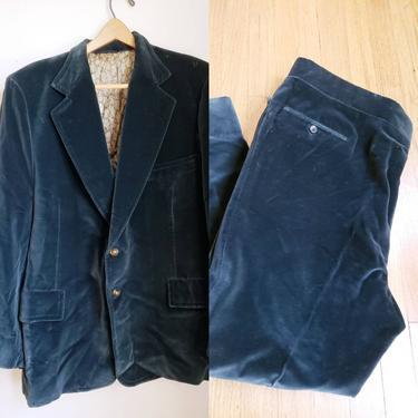 Mens 1970s Dark Green Velvet Leisure Suit XL Short / 70s Disco King Blazer Matching Pants Slacks Ensemble Tiverton Hyman Sons Chicago / Tim by RareJuleVintage